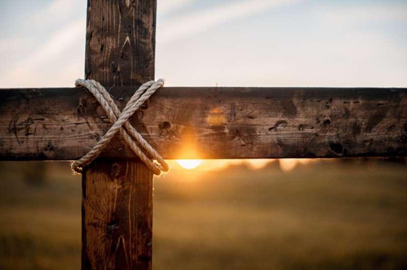 Kruisdragen achter Hem